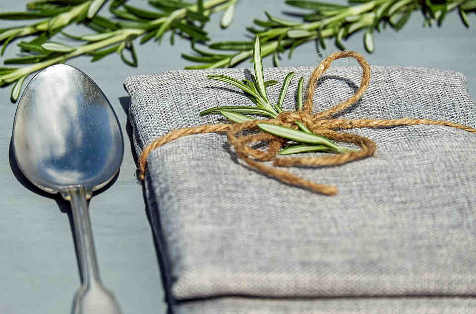 Carnosic acid and rosmarinic acid are the major antioxidants and therapeutic compounds in rosemary that have cognition and memory enhancing effects.