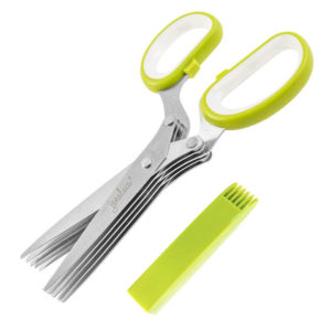 With this heavy duty 5 blades kitchen shear, one can snip herbs directly onto food.