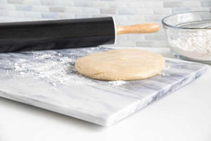 The cool and smooth surface together with its natural non-stick properties are ideal for rolling or kneading dough. Also suitable for cookies and other pastries.