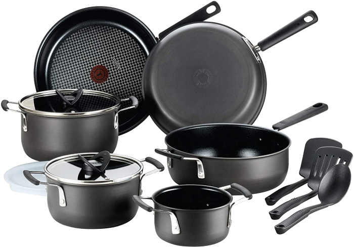 The hard anodized aluminum body retains perfect heat while the hard titanium reinforced non stick surface is scratch resistant and toxin free.